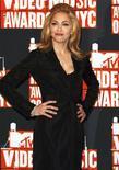 <p>Мадонна позирует фотографам на вручении премии MTV Video Music Awards в Нью-Йорке 13 сентября 2009 года. Соседка Мадонны подала в суд на певицу и риелторскую компанию Midboro Management Company, так как устала от громкой музыки во время репетиций поп-звезды. REUTERS/Lucas Jackson</p>