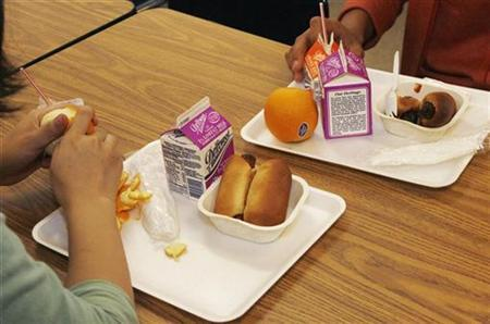 Students have a nutrition break mid-morning consisting of milk, juice, an orange and either mini sausage roll or Vegetarian Italian bagel at Belmont High School in Los Angeles, California May 18, 2009. REUTERS/Fred Prouser