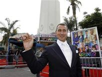 "<p>Director Adam Shankman waves at the premiere of ""Hairspray"" at the Mann Village theatre in Westwood, California July 10, 2007. REUTERS/Mario Anzuoni</p>"