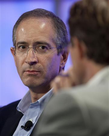 Comcast Corp CEO Brian Roberts attends the WEB 2.0 summit in San Francisco, California October 20, 2009. Comcast Corp, the largest U.S. cable operator, will look at all opportunities in the content business, Roberts said on Tuesday, but he declined to comment on any specific situations. REUTERS/Kim White