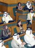 <p>Первые в истории Кувейта женщины-депутаты парламента на открытии сессии Национального собрания 31 мая 2009 года. В Кувейте, где женщины годами боролись за право голоса, замужние дамы могут теперь получить паспорт без разрешения мужа, сообщила в среду газета al-Qabas. REUTERS/Stephanie McGehee</p>