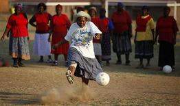 <p>A grannie takes a penalty during a training session in Nkowankowa Township, outside Tzaneen in Limpopo province, about 600 kilometres outside Johannesburg, October 8, 2009. REUTERS/Siphiwe Sibeko</p>