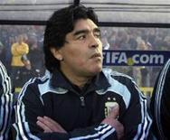 <p>Foto do técnico da seleção argentina, Diego Maradona, antes do início da partida contra o Uruguai que classificou a equipe para a Copa do Mundo da África do Sul em 2010. REUTERS/Martin Cerchiari</p>
