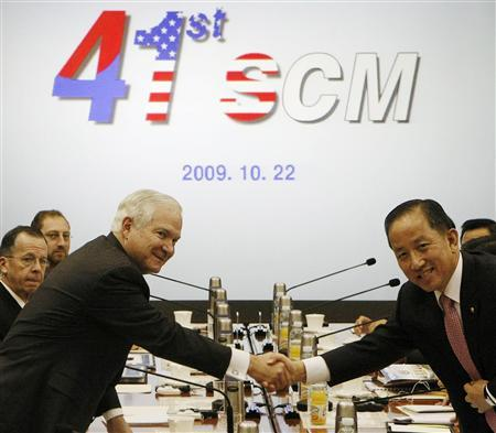Defense Secretary Robert Gates (R) shakes hands with his South Korean counterpart Kim Tae-young during Security Consultative Meeting (SCM) at the Defense Ministry in Seoul October 22, 2009. REUTERS/Ahn Yooung-joon/Pool