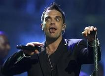 <p>Singer Robbie Williams performs at the MTV Latin America awards in Mexico City October 19, 2006. REUTERS/Tomas Bravo</p>