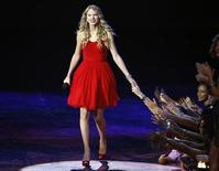 <p>Taylor Swift arrives onstage after being invited by Beyonce to finish her previously interrupted acceptance speech for best female video at the 2009 MTV Video Music Awards in New York, September 13, 2009. REUTERS/Gary Hershorn</p>