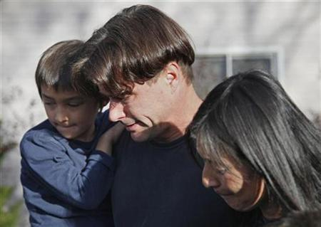 Richard Heene (C), his wife Mayumi (R) and son six-year-old Falcon Heene talk to reporters in Fort Collins, Colorado, October 15, 2009. REUTERS/Rick Wilking