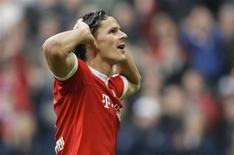 <p>O defensor do Bayern de Munique Daniel van Buyten comemora seu gol contra o Eintracht Frankfurt em Munique. REUTERS/Michael Dalder</p>