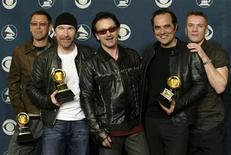 <p>The rock group U2, (L-R) The Edge, Adam Clayton, Bono, producer Daniel Lanois and Larry Mullen, pose after winning five Grammy Awards at the 44th annual Grammy Awards February 27, 2002 in Los Angeles. REUTERS/Mike Blake</p>