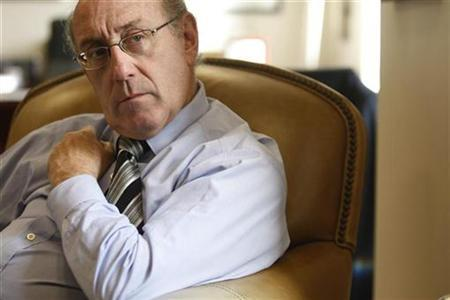 Kenneth Feinberg, Special Master for TARP Executive Compensation, is pictured during an invterview with Reuters at his Washington law office in Washington, October 26, 2009. REUTERS/Jason Reed