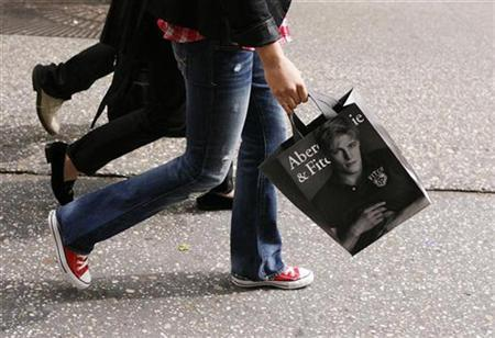 A shopper walks down Fifth Avenue with an Abercrombie & Fitch bag in New York October 8, 2009. REUTERS/Lucas Jackson