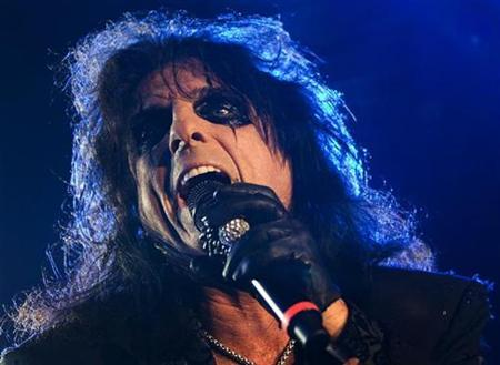 Rock star Alice Cooper performs during the 43rd Montreux Jazz Festival in Montreux July 8, 2009. REUTERS/Valentin Flauraud