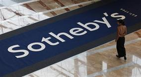 <p>La hall di una sede della casa d'aste Sotheby's. REUTERS/Bobby Yip</p>