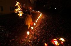 <p>A Nyack, vicino New York, si festeggia Halloween. REUTERS/Mike Segar (UNITED STATES)</p>