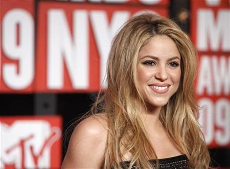 Colombian singer Shakira arrives at the 2009 MTV Video Music Awards in New York, September 13, 2009. REUTERS/Eric Thayer