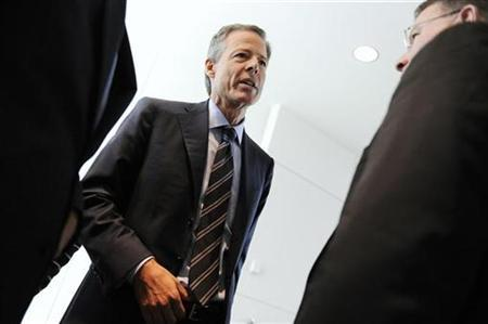 Jeff Bewkes (C), Chairman and CEO of Time Warner, departs after an interview at the Newseum in Washington in this October 2, 2009 file photo. REUTERS/Jonathan Ernst