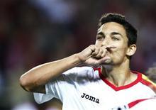 <p>Jesus Navas comemora gol do Sevilha, que avançou à próxima fase da Liga dos Campeões. REUTERS/Marcelo del Pozo</p>