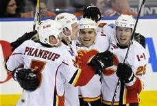 <p>Calgary Flames' (from L) Dion Phaneuf, Jay Bouwmeester, Rene Bourque and David Moss celebrate a goal against the Edmonton Oilers during the third period of their NHL game in Edmonton October 8, 2009. REUTERS/Dan Riedlhuber</p>