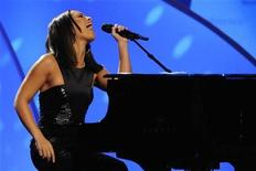 <p>Alicia Keys performs at the Women's Conference 2009 in Long Beach, California October 27, 2009. REUTERS/Phil McCarten</p>