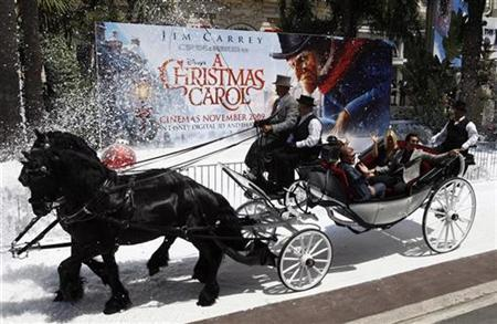 Cast member Jim Carrey and Jenny McCarthy arrive for a photocall to promote the movie ''A Christmas Carol'' at the 62nd Cannes Film Festival May 18, 2009. REUTERS/Jean-Paul Pelissier
