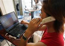 <p>Un utente di Skype. REUTERS/Richard Chung</p>