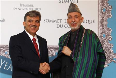 Turkey's President Abdullah Gul (L) shakes hands with his Afghan counterpart Hamid Karzai as he arrives for the COMCEC Economic Summit in Istanbul, November 9, 2009. REUTERS/Murad Sezer