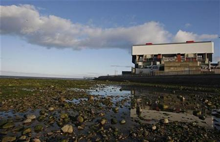 British Energy's Heysham nuclear power station in northern England is pictured in this April 14, 2008 file photo. REUTERS/Darren Staples/Files