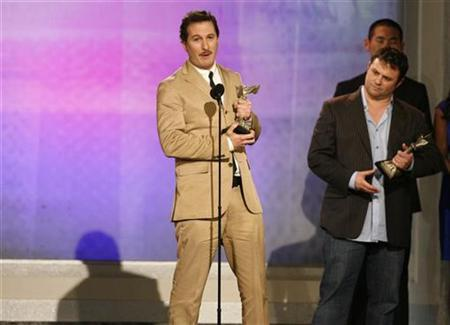 Producer and director Darren Aronofsky (L) and producer Scott Franklin accept the award for Best Feature for ''The Wrestler'' at the 24th annual Spirit Awards in Santa Monica, California February 21, 2009. REUTERS/Danny Moloshok