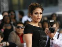 <p>L'attrice Jennifer Lopez in una immagine di archivio. REUTERS/Mario Anzuoni</p>