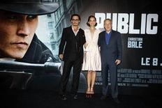 "<p>Johnny Depp, Marion Cotillard e Michael Mann alla prima del film ""Nemico pubblico"" a Parigi. REUTERS/Jacky Naegelen</p>"