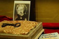 <p>Alcuni beni appartenuti ad Agatha Christie. REUTERS/Stringer</p>
