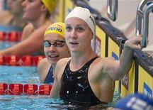 <p>Американка Харди радуется своему новому мировому рекорду в 28,96 секунды на дистанции 50 метров брассом на короткой воде 11 ноября 2009 года. Американская пловчиха Джессика Харди поставила мировой рекорд на дистанции 50 метров брассом на короткой воде. REUTERS/Scanpix/Maja Suslin</p>
