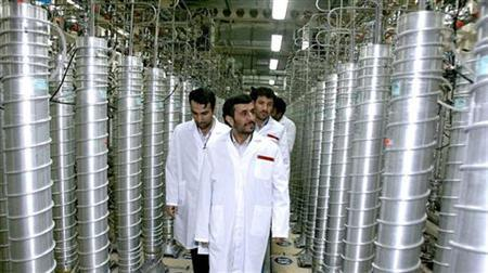 Iranian President Mahmoud Ahmadinejad visits the Natanz nuclear enrichment facility, 350 km (217 miles) south of Tehran, April 8, 2008. REUTERS/Presidential official website/Handout