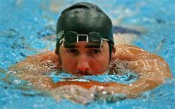 <p>Foto de arquivo de Michael Phelps. O medalista olímpico norte-americano deixou a Suécia sem nenhuma vitória nas cinco provas disputadas em dois dias de competição, após terminar em segundo lugar na final dos 200 metros medley na etapa de Estocolmo da Copa do Mundo de piscina curta, na quarta-feira, dia 11 de novembro. REUTERS/Bob Strong</p>