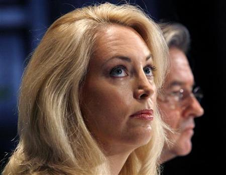 Former CIA operative Valerie Plame and her husband Joseph Wilson (R) hold a news conference at the National Press Club in Washington in this file photo taken on July 14, 2006. REUTERS/Kevin Lamarque/Files