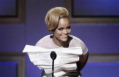 <p>Musician Rihanna accepts a 2009 Glamour Women of the Year award during the magazine's annual award show in New York November 9, 2009. REUTERS/Lucas Jackson</p>