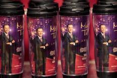 <p>Vasos con la imagen del presidente estadounindense, Barack Obama, son exhibidos en el Museo de Cera Madame Tussauds en Shanghái, China, 12 nov 2009. Los internautas chinos quieren preguntar al presidente estadounidense, Barack Obama, sobre disputas comerciales, baloncesto y el Tíbet, según páginas web que están recogiendo preguntas para un encuentro que mantendrá el líder con jóvenes chinos en Shanghái. REUTERS/Aly Song</p>