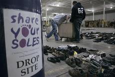 <p>Students from a local high school sort donated shoes and boots at the Share Your Soles warehouse in the Chicago suburb of Alsip, Illinois November 5, 2009. REUTERS/Frank Polich</p>