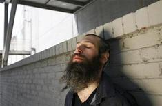 <p>Hasidic Jewish reggae musician Matthew Paul Miller, better known by his Hebrew name Matisyahu, poses for a portrait in Los Angeles June 16, 2009. REUTERS/Mario Anzuoni</p>