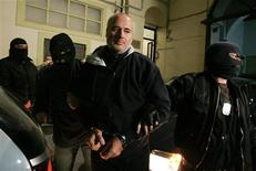 <p>Masked Italian police officers accompany captured fugitive Domenico Raccuglia to a police station in Palermo November 15, 2009. REUTERS/Giuseppe Piazza</p>