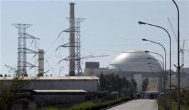 <p>Здание Атомной электростанции в Бушере 26 февраля 2007 года. Россия не успеет запустить атомную электростанцию Бушер в Иране в этом году, как ранее планировалось, по причинам технологического характера, сказал в понедельник министр энергетики Сергей Шматко. REUTERS/Raheb Homavandi</p>