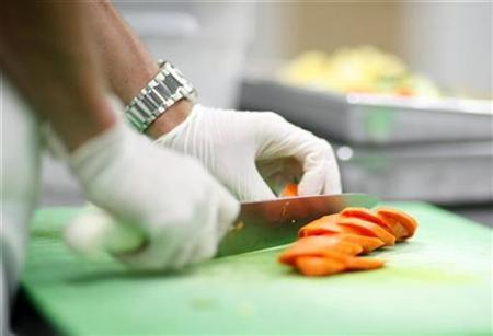 Carrots are chopped in the kitchen of Revolution Foods in Los Angeles August 19, 2009. REUTERS/Mario Anzuoni