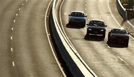 """<p>""""Je descends acheter le journal"""", avait dit à sa femme en sortant Eric Steward, un Australien de 81 ans. Après un périple de 600 km entre sa ville de Yass en Nouvelle Galles du Sud et Geelong, dans l'Etat de Victoria, il a expliqué être entré par erreur sur l'autoroute et avoir continué son chemin./Photo d'archives/REUTERS/Tim Wimborne</p>"""