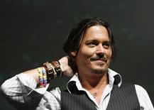 """<p>Foto de arquivo de 23 de julho de 2009 do ator Johnny Depp. Protagonista de """"Piratas do Caribe"""", ele foi eleito pela revista People """"o homem mais sexy do mundo"""" nesta quarta-feira. Ele já tinha ganhado o título em 2003. REUTERS/Mario Anzuoni</p>"""