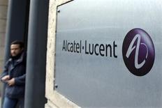 <p>Alcatel-Lucent, déficitaire lors des 12 derniers trimestres, anticipe une marge d'exploitation de 5% en 2010, selon le directeur général de l'équipementier télécoms, Ben Verwaayen. /Photo d'archives/REUTERS/Charles Platiau</p>