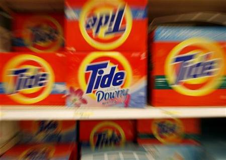 Boxes of Tide detergent, a Procter & Gamble product, sit on a shelf in a store in Alexandria, May 28, 2009. REUTERS/Molly Riley
