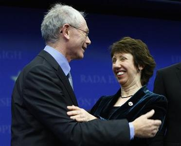 Belgium's Prime Minister Herman Van Rompuy (L) and EU Trade Commissioner Catherine Ashton of Britain are congratulated after Van Rompuy and Ashton were elected as EU President and EU foreign policy chief respectively in Brussels November 19, 2009. REUTERS/Yves Herman
