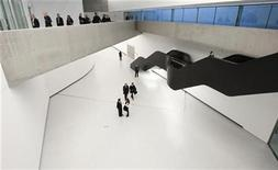 <p>Guests walk inside Maxxi museum of contemporary art and architecture in Rome November 13, 2009. REUTERS/Max Rossi</p>