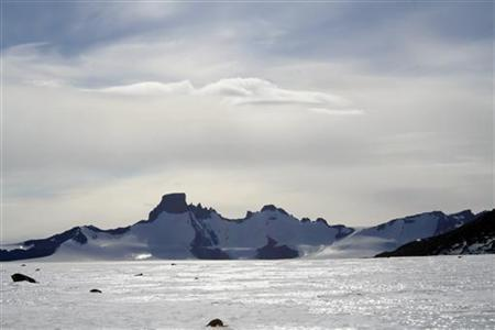 A view of the Jutulsessen mountain range in east Antarctica, a sector claimed by Norway about 250 km (155 miles) from the sea, January 19, 2008. REUTERS/Alister Doyle