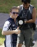 <p>Nico Rosberg chega ao circuito do GP de Cingapura. O alemão Nico Rosberg correrá pela Mercedes na temporada do ano que vem da Fórmula 1, informou a equipe que conquistou o título deste ano com o nome de Brawn GP nesta segunda-feira.24/09/2009.REUTERS/Russell Boyce</p>